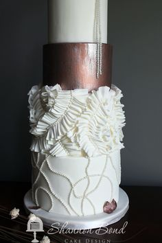 Copper wedding cake. Shannon Bond Cake Design. www.sbcakedesign.com