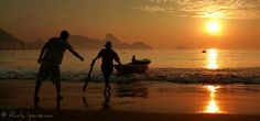 Praia de Copacabana - Pescadores no Amanhecer - Copacabana Beach - Fishermen at dawn - Rio de Janeiro | Flickr: Intercambio de fotos