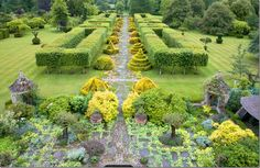 Terrace Garden at Highgrove leading to the Thyme Walk outside Prince Charles' office from COTE de TEXAS