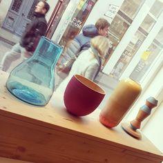 What's in the window today? Glass by #imperfectdesign , a wooden bowl from Hendrik Hendrichs, a vase from #tortuscopenhagen, and a wooden candle holder by #odiri . @love_objects #ceramics #keramik #pottery #lüneburg #atelier #laden #shop #shopping  #boutique #galerie #hamburg #design #deko #decoration #schönerwohnen #lifestyle #kerzenständer #vase #bowl #schale
