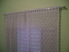 Cortina em crochê com barbante em várias cores.02 lados.