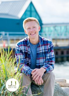 Senior Photos at the Edmonds Ferry Dock | Outside Location Ideas for High School Sessions | Class of 2018 Ideas | Jean Johnson Productions - www.jjshotme.com