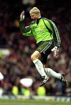 The great Dane Peter Schmeichel Manchester United Images, Manchester United Players, Liverpool, Man Utd Squad, Peter Schmeichel, Best Football Players, Football Soccer, Eric Cantona, Premier League Champions