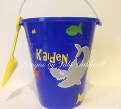 Personalized vinyl sand bucket. #cricut #vinylprojects