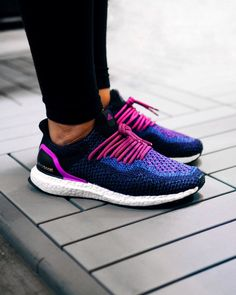 We got our hands on a pair of purple Women's Ultra Boosts recently and decided to make them a little more unique. A pair of RopeLaceSupply laces came in handy along with a quick uncaging and this was the end result. You can pick up the stock pair directly from adidas here if you want to give it a try as well. by @oldmanalan #boostVIBES
