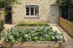 Simple Tricks: Raised Garden Landscaping Plants garden landscaping with stones pebble mosaic. Front Garden Landscape, Front Yard Landscaping, Landscaping Edging, Landscaping Plants, Potager Garden, Small Space Gardening, Edible Garden, Garden Inspiration, Garden Ideas