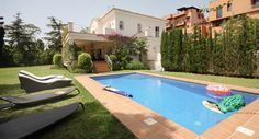 Luxury Family Villa with Pool and Gardens, Near to the Beach - AH2428