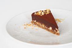 Chokoladetrøffelkage med karamelliserede hasselnødder