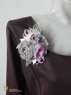 This beautifully elegant brooch is a delight to wear. Boho brooch, Textile brooch, Corsage pin, Rustic Brooch, Shabby brooch, Burlap corsage pin, Fabric brooch, Textile corsage, Rustic wedding  Romantic, feminine and charming, it will catch lots of compliments. Great for your outfit, as well as for your purse, scarf, hat and so on, just use your imagination. Stay out of the crowd with this beautiful piece of textile art