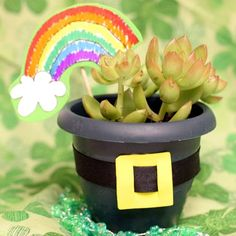 Pot O' Green Planter - I would probably do Shamrocks instead but this is a cute gift idea!