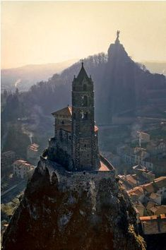 Auvergne - French holidays Travel Guide - Winter and summer holidays in France | Your French Holidays