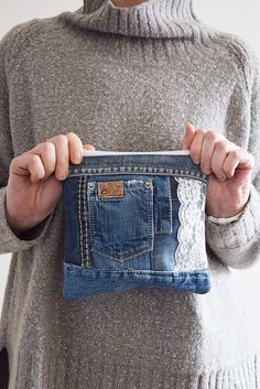 DENIM clutch bag with cotton lining // recycled denim upcycled denim pouch with zipper // can be used as make up bag or toile jeans/taschen Jean Crafts, Denim Crafts, Diy Jeans, Cute Jeans, Diy With Jeans, Denim Clutch Bags, Tote Bag, Jeans Recycling, Textile Recycling