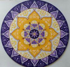 Mandala Iluminação Interior em mdf 40cm 6cm de espessura. Vem pronta para pendurar. Cores e significados: Amarelo: Iluminação Branco: Purificação Lilás: Espiritualidade Roxo: Transmutação Fazemos também modelos sob intuição nas cores de sua preferência.