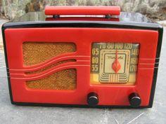 MOTOROLA 1930 Black & Red Catalin Bakelite Tube Radio