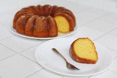 Kris Jenner's Famous Lemon Cake Recipe Köstliche Desserts, Delicious Desserts, Dessert Recipes, Kris Jenner, Lemon Cake Mixes, Shortcake Recipe, Sallys Baking Addiction, Caking It Up, Icebox Cake
