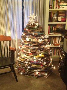 Bookworm Christmastree. LOVE it!