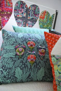 Amy Butler's Bright Heart Pillow and Bright Heart Cotton Quilt - FREE quilt pattern available now!