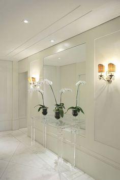 Flowers I love. Hallway Decorating, Entryway Decor, Interior Decorating, Bedroom Decor, Mirrored Furniture, Home Decor Furniture, Modern Interior, Home Interior Design, Flur Design