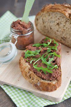 Recette végétalienne de pâté aux haricots rouge, au goût de chorizo.