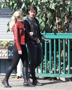"""Jennifer & Colin filming a scene for episode 5x23 """"An Untold Story"""" - March 29, 2016"""