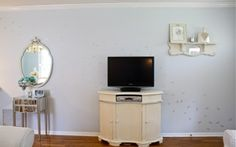 Cutting Edge Stencils shares a DIY stenciled living room makeover using the Flock of Cranes Stencil pattern. Large Wall Stencil, Stencil Diy, Stencil Designs, Cutting Edge Stencils, Wall Patterns, Hollywood Regency, Bird Flock, Living Room, Campaign