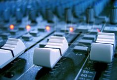 Guitar Flutter 001 Musical Sound Effects and Performances Music Recording Studio, Audio Studio, Recording Studio Design, Sound Studio, Home Studio Music, Drum Basics, Audio Engineer, Sound Engineer, Recorder Music