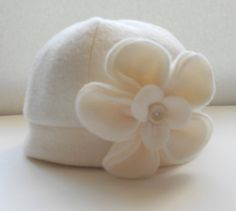 Off white fleece hat with two interchangable flowers. This is an adorable off white fleece hat with two matching fleece flowers. Sewing Hacks, Sewing Tutorials, Sewing Crafts, Sewing Projects, Dress Tutorials, Fleece Patterns, Sewing Patterns, Dress Patterns, Sewing For Kids