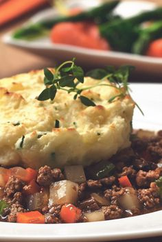 Get inspired and try this delicious, Quick and Easy Vegetarian Shepherds Pie Recipe, using Quorn Meatless Grounds. Enjoy meatless alternatives with Quorn. Quorn Recipes, Ground Meat Recipes, Veggie Recipes, Healthy Recipes, Veggie Dishes, Soup Recipes, Healthy Food, Healthy Eating, Vegetarian Recipes Dinner