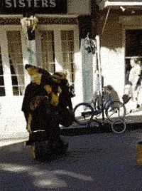 This street performer would win every Halloween contest ever… gif awesome