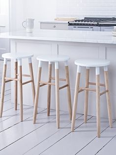 Carefully handcrafted from sustainable oak, our contemporary round topped stool features visible wood grain details making each stool completely unique. Each has a soft white top to complement the natural wood. Suitable for seating around a breakfast b Oak Bar Stools, Kitchen Stools, Bar Chairs, Table And Chairs, White Bar Stools, Wood Stool, Stool Chair, Diy Chair, Stool Makeover