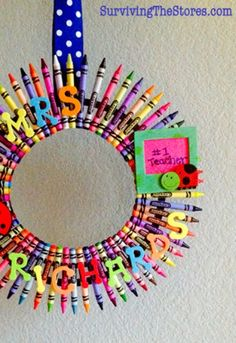 Give your favorite teacher this cool DIY Christmas gift - Crayola Crayon Wreath.