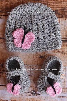 Exceptional Stitches Make a Crochet Hat Ideas. Extraordinary Stitches Make a Crochet Hat Ideas. Crochet Baby Hat Patterns, Crochet Baby Boots, Baby Girl Crochet, Crochet Baby Clothes, Crochet Shoes, Love Crochet, Crochet For Kids, Bonnet Crochet, Gilet Crochet