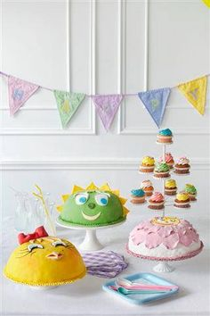 Cakes and cupcakes by #ARIAFineCatering for your little loved ones!!