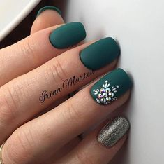 Ready to decorate your nails for the Christmas Holiday? Christmas Nail Art Designs Right Here! Xmas party ideas for your nails. Be the talk of the Holiday party with your holiday nail designs. Matte Green Nails, Green Nail Art, Dark Nails, Matte Nails, Acrylic Nails, Dark Color Nails, Dark Nail Art, Acrylic Colors, Bling Nails