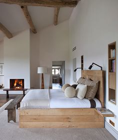 Bedroom styles to make your bedroom a luxury haven. Which bedroom style fits your personality? Modern, Rustic, Hollywood Glam or Boho bedroom styles. Home Decor Bedroom, Modern Rustic Bedrooms, Rustic House, Interior Design Bedroom, Rustic Master Bedroom, Interior Design, Bedroom Inspirations, Modern Rustic Master Bedroom, Modern Bedroom