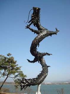 Korea & Animation: Animation Museum Art Pieces- love it. I have a thing for dragons. Recycled Art, Recycled Tires, Recycled Furniture, Handmade Furniture, Reuse Old Tires, Reuse Recycle, Tired Animals, Tire Craft, Junk Art