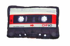 כרית רטרו של קלטת טייפ קלאסית. שלא ישכח מה היה פה קודם  Amazon.com: DCI Cassette Tape Retro Pillow: Home & Kitchen