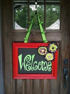 DIY welcome sign - Some fun fabric, paint, a picture frame, and a few fabric flowers. Maybe a chalk board. Cute Crafts, Crafts To Do, Wood Crafts, Arts And Crafts, Diy Crafts, Corona Floral, Front Door Decor, Craft Projects, Craft Ideas