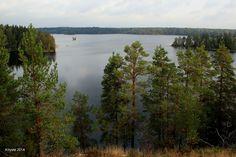 Meikon ulkoilualue Kirkkonummella. Meiko-järvi on Yhdessä Lappträskin kanssa yksi Suomen Natura 2000-suojelualueista. Järven ympärillä on geokätköjä, sen lounaisrannalla Porkkalan miehityksen aikaisia bunkkereita ja pohjoispuolella taukopaikkoja penkkeineen. Bunkkereista kiinnostuneen kannattaa ottaa mukaan taskulamppu.Lohjan Liessaari − luontopolku, monipuolisia maisemia, vanha louhos, laavu ja nuotiopaikka. Esittely: Retkipaikka.fi