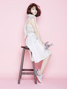Han ji-min New-balance 999 cherry blossom Cherry Blossom Girl, Tiffany Blue Nikes, Cabello Hair, Soo Jin, Sitting Poses, Photo Awards, Pink Nikes, Kpop, Nike Fashion