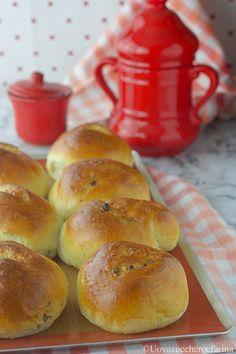 La ricetta per preparare degli ottimi panini dolci e soffici da gustare a colazione; nel blog troverete il doppio procedimento di preparazione, tradizionale e con robot multifunzione Mambo Cecotec