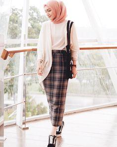 Hijab Casual, Modest Fashion Hijab, Hijab Chic, Muslim Fashion, Hijab Style Dress, Skirt Fashion, Fashion Outfits, Tartan Skirt Outfit, Casual Skirt Outfits