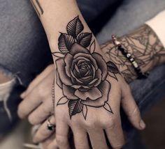 hand tattoos for women Neue Tattoos, Body Art Tattoos, Girl Tattoos, Sleeve Tattoos, Flower Tattoo Hand, Flower Tattoos, Rose Tattoos For Women, Tattoos For Guys, Rosen Tattoo Bein
