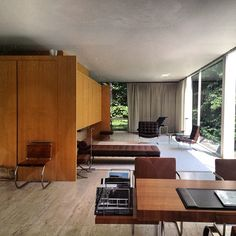Farnsworth House by Mies van der Rohe. mobilier (with furniture by Mies van der Rohe)
