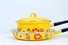#Vintage Enamel Yellow Flower Power Pans. $37.00, via Etsy.