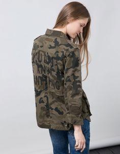 Vuelve el #estilo militar: Cazadora Bershka (25,99)  #outfit #fall