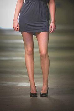 """Was es nicht alles gibt: """"Nyce Legs"""" heißen die Sprühstrümpfe - eine Art Feinstrumpfhose zum aufsprayen. Hannah hat am eigenen Körper getestet, ob sie halten, was sie versprechen - und eine Alternative für heiße Sommertage sind...."""