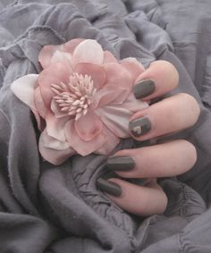 Valentine's Day color inspiration: pink and gray - Nails 03 Cute Nail Polish, Nail Polish Colors, Cute Nails, Pink Brown, Pink Grey, Pink Color, Color Mix, Color Combos, Gray Color