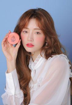 asian makeup – Hair and beauty tips, tricks and tutorials Korean Makeup Look, Korean Beauty, 3ce Makeup, Beauty Makeup, Drunk Blush Makeup, Blush Cushions, Coral Makeup, Asian Make Up, Coral Blush