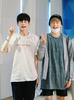 Kang Daniel and Ong Seongwoo Wanna One Jinyoung, K Pop, Monsta X, Lee Jong Suk, Chanyeol, Ong Seung Woo, All Meme, Idole, Produce 101 Season 2